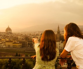 Italy_Tuscany_TwoTeenageGirls_iS_17276202XXLarge