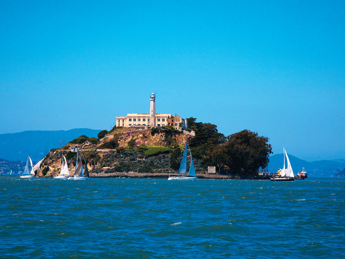 iS_10755294_Alcatraz_Sailboats_SanFrancisco_CAcx