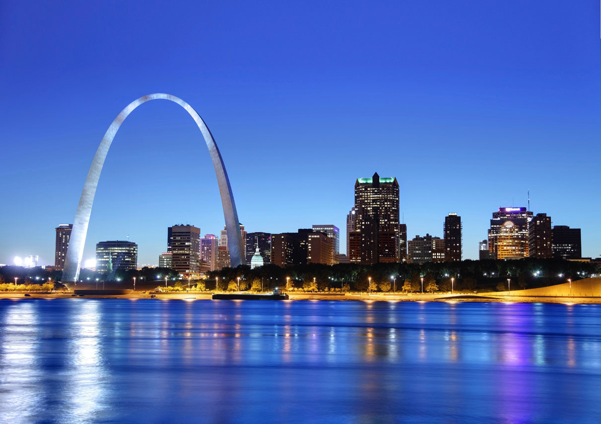 iS_17765694XXLarge_StLouis_MO_GatewayArch_Cityscape_Evening