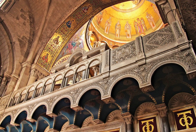 iS_11701239Medium_Jerusalem_ChurchHolySepulchre_Interior