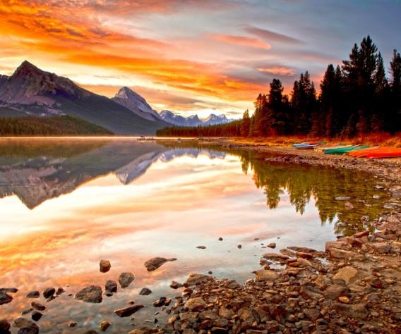 Alberta_JasperNatPark_MaligneLake_Sunset_iStock_000007698383XLarge-header