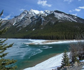 canada_alberta_mountains-and-lake_alma-bernasconi