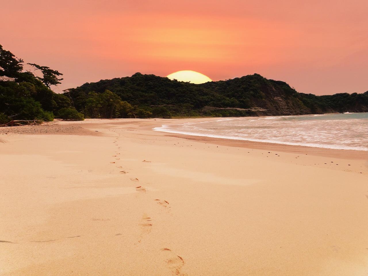 beach-2580656_1280