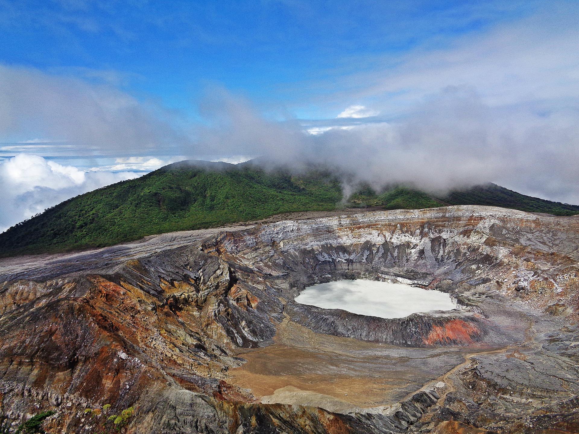 volcano-2169560_1920